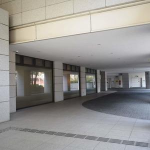 青山ザタワーの駐車場