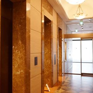 青山ザタワーのエレベーターホール、エレベーター内