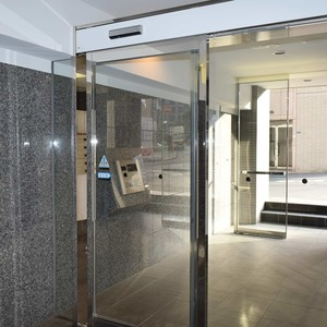 デュオスカーラ虎ノ門のマンションの入口・エントランス