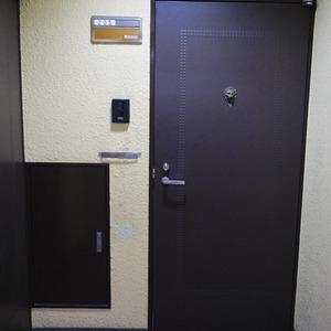 ライオンズマンション初台第3(2階,3099万円)のフロア廊下(エレベーター降りてからお部屋まで)