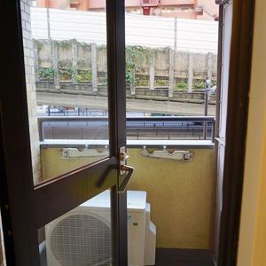 ライオンズマンション初台第3(2階,3099万円)のバルコニー