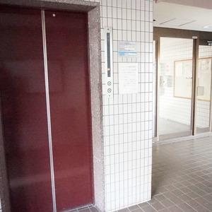 パールハイツ幡ヶ谷のエレベーターホール、エレベーター内
