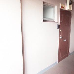パールハイツ幡ヶ谷(3階,3099万円)のフロア廊下(エレベーター降りてからお部屋まで)