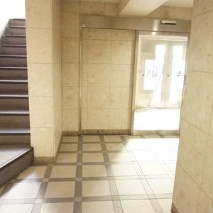 セザール元代々木のエレベーターホール、エレベーター内