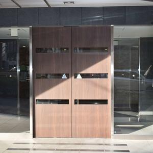 コンシェリア南青山のマンションの入口・エントランス