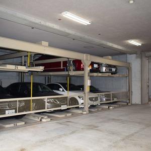 イトーピア麻布の駐車場