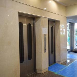 イトーピア麻布のエレベーターホール、エレベーター内