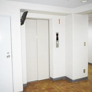 ライオンズマンション白金第3のエレベーターホール、エレベーター内