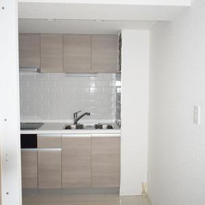 ライオンズマンション白金第3(1階,3280万円)の居間(リビング・ダイニング・キッチン)