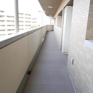 ファミールグラン高井戸デュープレックス(7階,6780万円)のフロア廊下(エレベーター降りてからお部屋まで)