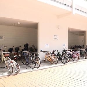 三田ナショナルコートの駐輪場