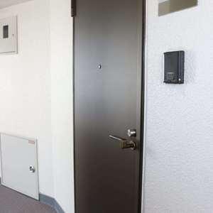 グランドメゾン三田(12階,5780万円)のフロア廊下(エレベーター降りてからお部屋まで)
