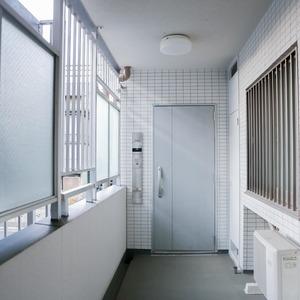 イクシア中野弥生町(2階,)のフロア廊下(エレベーター降りてからお部屋まで)