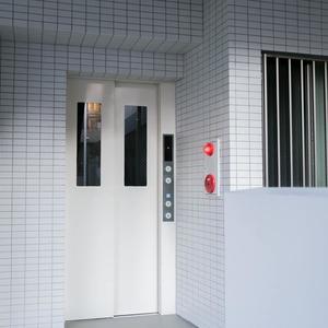 イクシア中野弥生町のエレベーターホール、エレベーター内