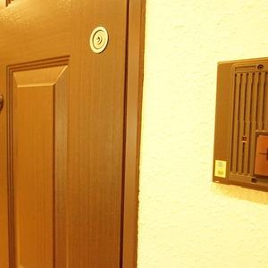 ダイアパレス幡ヶ谷第2(5階,3680万円)のフロア廊下(エレベーター降りてからお部屋まで)