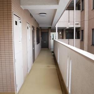 クレアメゾン天神橋(3階,3190万円)のフロア廊下(エレベーター降りてからお部屋まで)