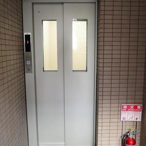 クレアメゾン天神橋のエレベーターホール、エレベーター内
