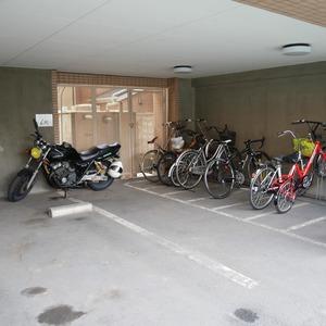 クレアメゾン天神橋の駐輪場