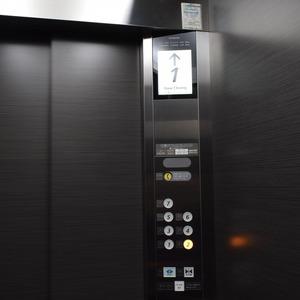 ザパークハウス代官山のエレベーターホール、エレベーター内
