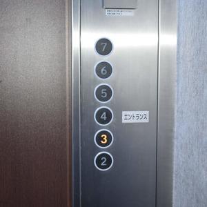 マンション第2恵比須苑のエレベーターホール、エレベーター内