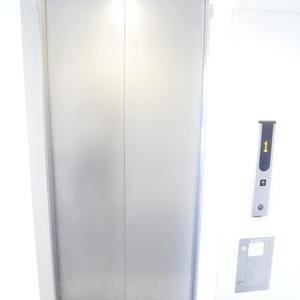 イデアル世田谷千歳台のエレベーターホール、エレベーター内