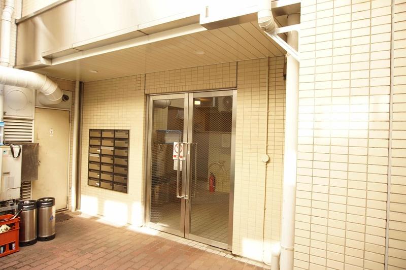 ライベストコート幡ヶ谷のマンションの入口・エントランス1枚目