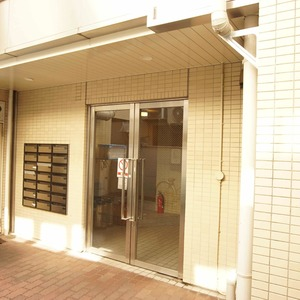 ライベストコート幡ヶ谷のマンションの入口・エントランス