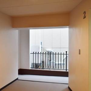 シャンボール原宿(2階,3480万円)のフロア廊下(エレベーター降りてからお部屋まで)