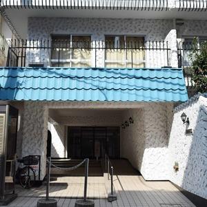 秀和麻布笄町レジデンスのマンションの入口・エントランス