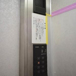 秀和麻布笄町レジデンスのエレベーターホール、エレベーター内