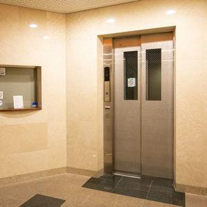 浅草橋アムフラット2のエレベーターホール、エレベーター内