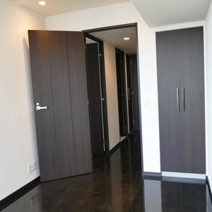 オリゾンマーレ(25階,)の洋室(2)