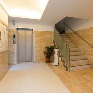 目白ビルのマンションの入口・エントランス