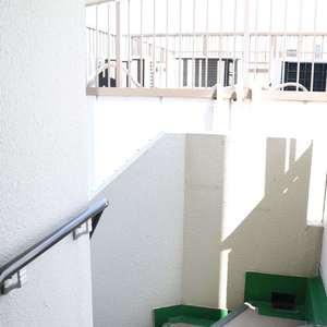 上野の森リリエンハイム(5階,4999万円)のフロア廊下(エレベーター降りてからお部屋まで)