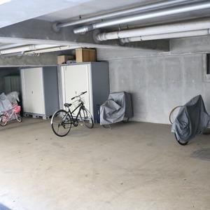 ブリス弥生の駐輪場