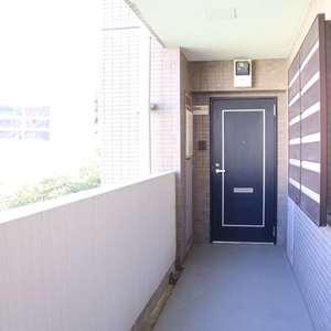ブリス弥生(2階,)のフロア廊下(エレベーター降りてからお部屋まで)