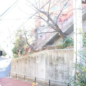 ブリス弥生の最寄りの駅周辺・街の様子