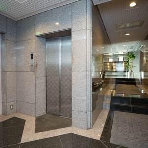 グランヌーブ中野のエレベーターホール、エレベーター内
