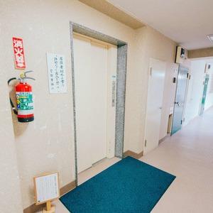 日商岩井恵比寿マンションのエレベーターホール、エレベーター内