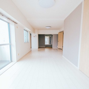 日商岩井恵比寿マンション(2階,5580万円)のリビング・ダイニング