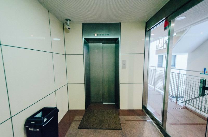 駒込タウンブリーズのエレベーターホール、エレベーター内1枚目