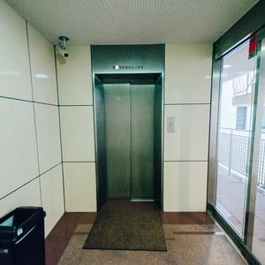 駒込タウンブリーズのエレベーターホール、エレベーター内