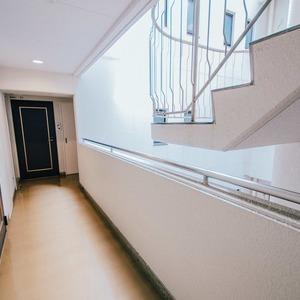 駒込タウンブリーズ(4階,)のフロア廊下(エレベーター降りてからお部屋まで)