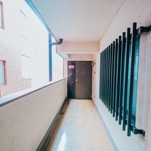 シティハウス駒込(3階,6680万円)のフロア廊下(エレベーター降りてからお部屋まで)