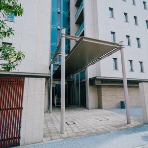 プラウド王子本町のマンションの入口・エントランス