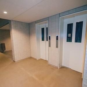 プラウド王子本町のエレベーターホール、エレベーター内
