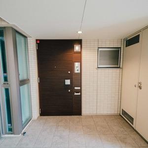 プラウド王子本町(7階,)のフロア廊下(エレベーター降りてからお部屋まで)