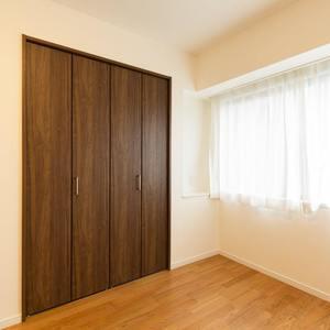 グランヌーブ中野(2階,6480万円)の洋室