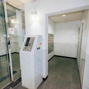 メインステージ上野のマンションの入口・エントランス