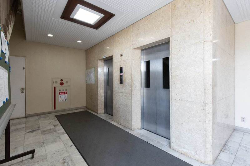 豊島ハイツのエレベーターホール、エレベーター内1枚目
